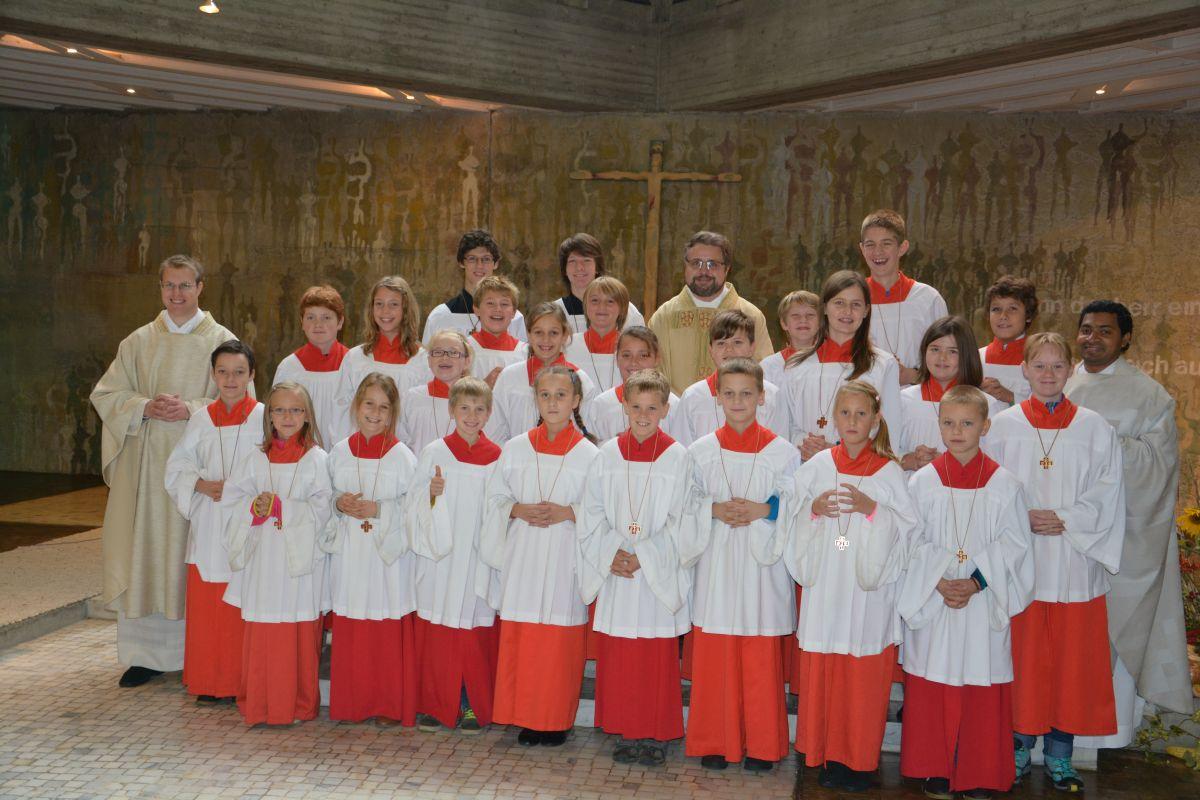 16 neue Ministrantinnen und Ministranten