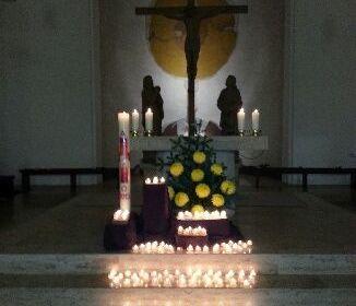 Die Osterkerze ist das Symbol für den gekreuzigten und auferstandenen Christus