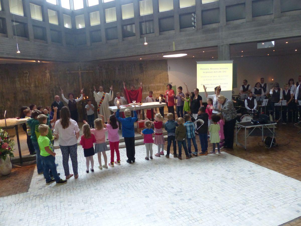 Festgottesdienst in Verbundenheit mit den Kindern in Brasilien