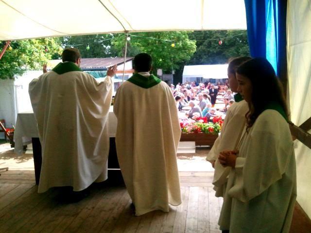 Heilige Messe in der Stiftersiedlung