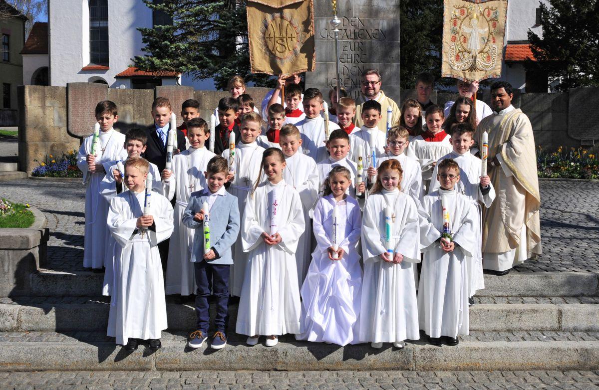Erstkommunionkinder der Pestalozzi- und Franziskusschule (Foto: Peter Haimer)