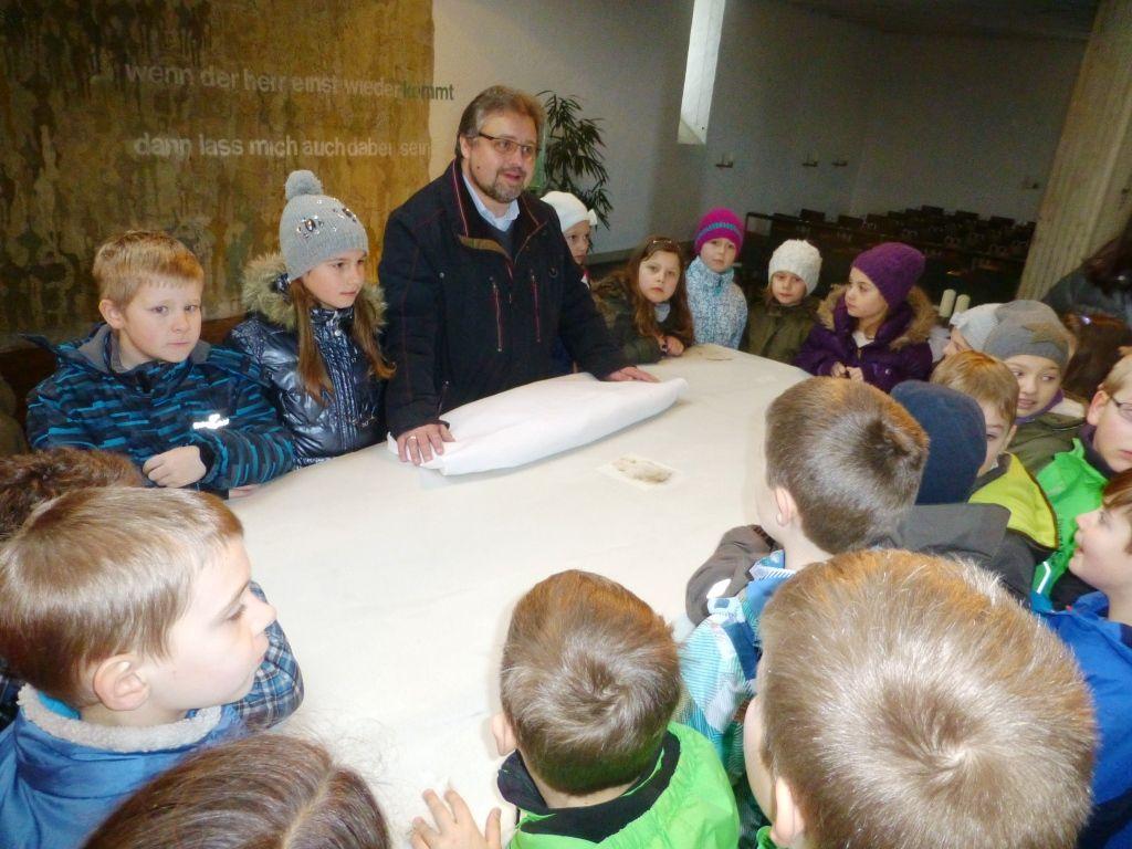 Spannende Kirchenbesichtigung für die Erstkommunionkinder